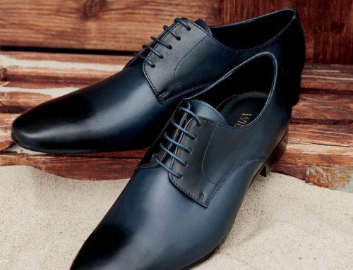chaussure et bouton de manchette